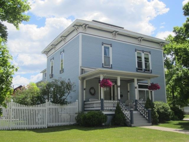 118 N Raymond Street, Marinette, WI 54143 (#50199868) :: Dallaire Realty