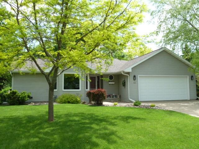 433 Oak Crest Drive, Oshkosh, WI 54904 (#50204263) :: Todd Wiese Homeselling System, Inc.
