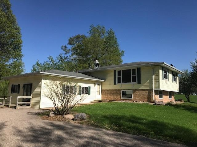 N3750 Sunny View Road, Waupaca, WI 54981 (#50206246) :: Dallaire Realty