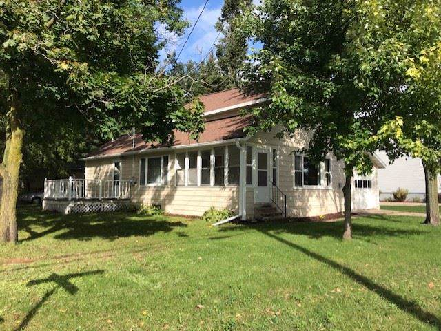 1323 Division Street, New London, WI 54961 (#50210931) :: Dallaire Realty