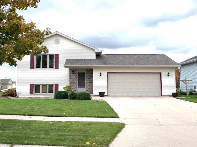 1032 Bluehill Avenue, Fond Du Lac, WI 54935 (#50212803) :: Todd Wiese Homeselling System, Inc.