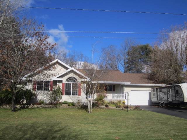 3320 Carney Avenue, Marinette, WI 54143 (#50213402) :: Todd Wiese Homeselling System, Inc.