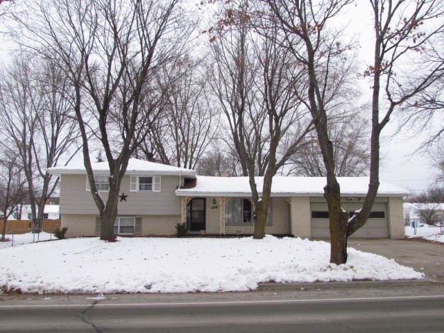 1356 Carole Lane, Green Bay, WI 54313 (#50214811) :: Todd Wiese Homeselling System, Inc.