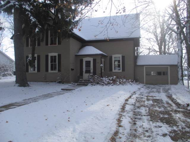 2327 Wisconsin Avenue, New Holstein, WI 53061 (#50214834) :: Todd Wiese Homeselling System, Inc.