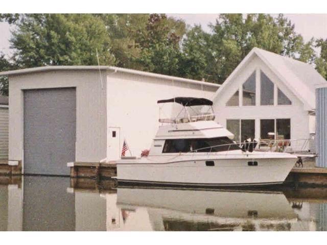 5005 Island View Drive, Oshkosh, WI 54901 (#50214853) :: Todd Wiese Homeselling System, Inc.