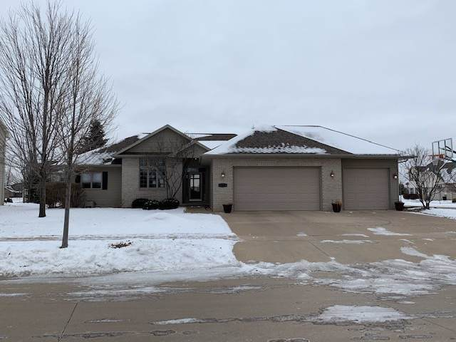 4300 E Glory Lane, Appleton, WI 54913 (#50216371) :: Todd Wiese Homeselling System, Inc.