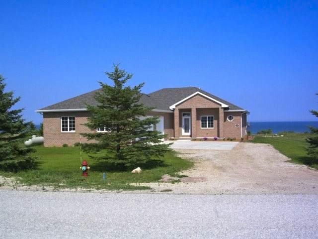 602 Lakeshore Drive, Kewaunee, WI 54216 (#50219261) :: Todd Wiese Homeselling System, Inc.