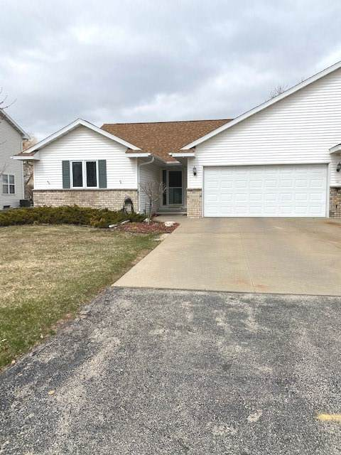 W2820 Brookhaven Drive, Appleton, WI 54915 (#50219970) :: Todd Wiese Homeselling System, Inc.