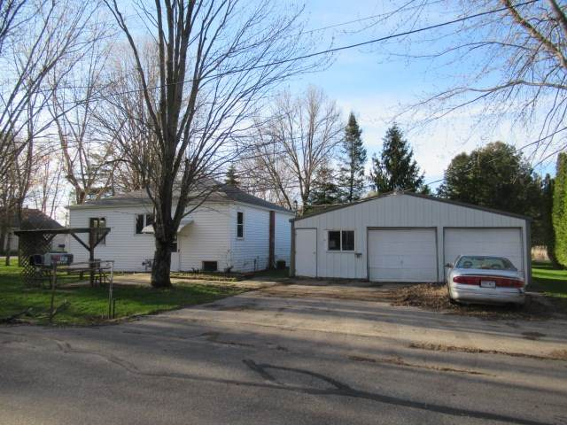 N5638 N Smalley Street, Shawano, WI 54166 (#50221908) :: Dallaire Realty