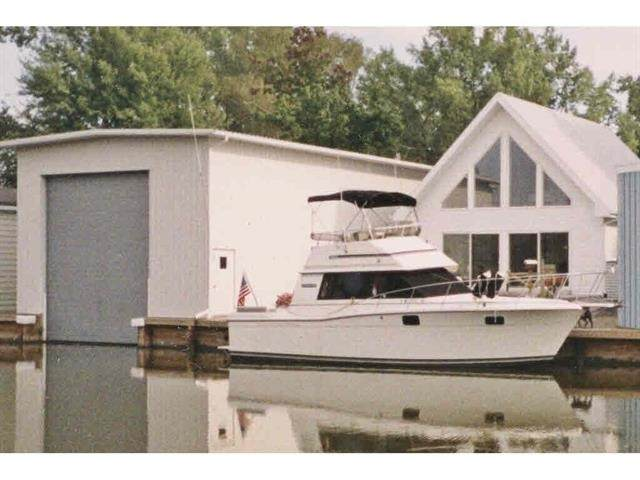 5005 Island View Drive, Oshkosh, WI 54901 (#50223153) :: Todd Wiese Homeselling System, Inc.
