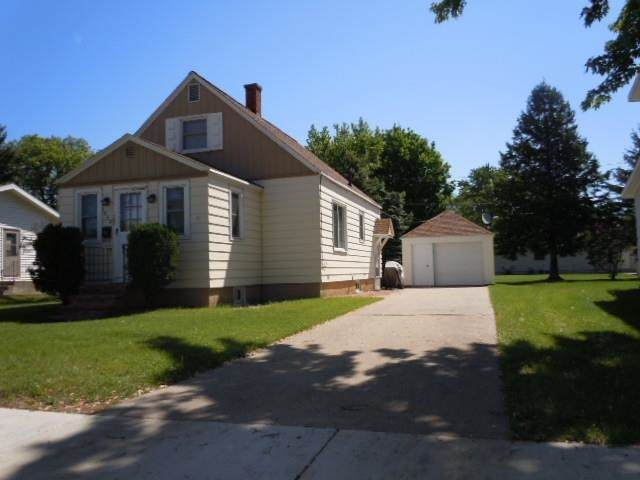 1042 S Washington Street, Shawano, WI 54166 (#50224583) :: Todd Wiese Homeselling System, Inc.