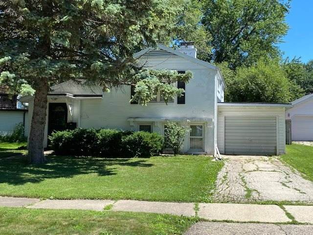 713 Carver Lane, Menasha, WI 54952 (#50226046) :: Dallaire Realty