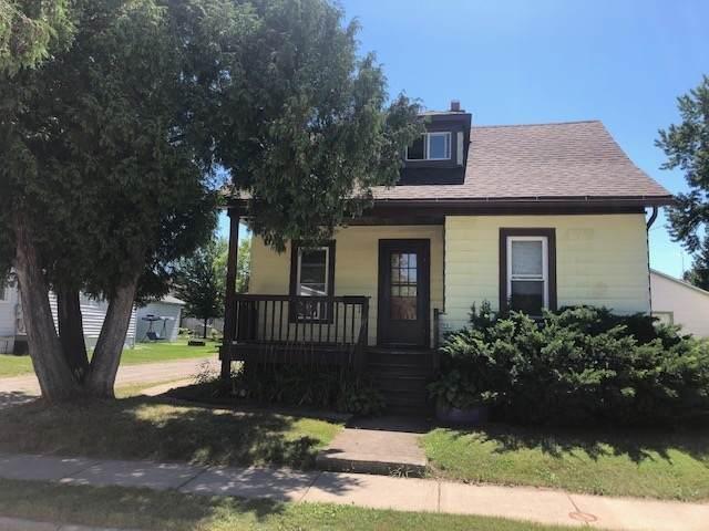 901 Bismarck Avenue, Oshkosh, WI 54902 (#50227240) :: Todd Wiese Homeselling System, Inc.