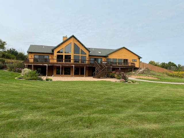 N402 Forest View Road, Kewaskum, WI 53040 (#50229351) :: Carolyn Stark Real Estate Team