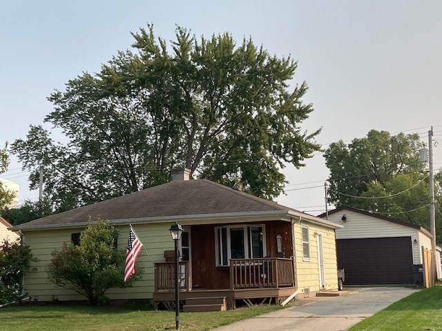 630 Cleveland Street, Neenah, WI 54952 (#50229664) :: Dallaire Realty