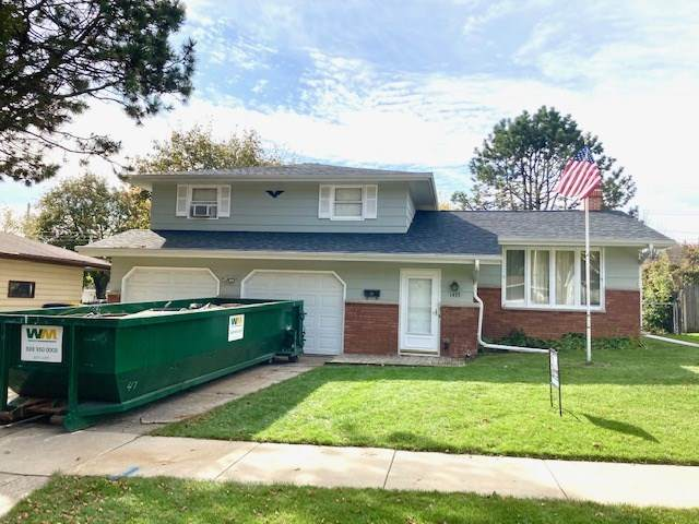 1433 Russell Street, Green Bay, WI 54304 (#50231307) :: Todd Wiese Homeselling System, Inc.