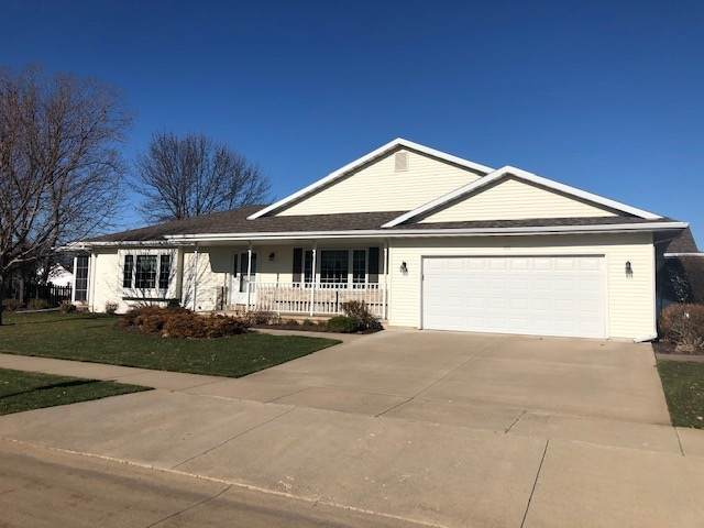 600 Weatherstone Drive, Oshkosh, WI 54901 (#50232880) :: Town & Country Real Estate