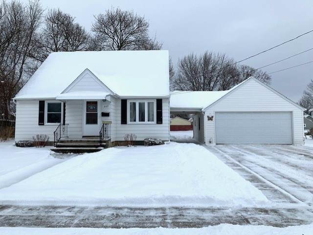 860 Marquette Street, Menasha, WI 54952 (#50233940) :: Todd Wiese Homeselling System, Inc.