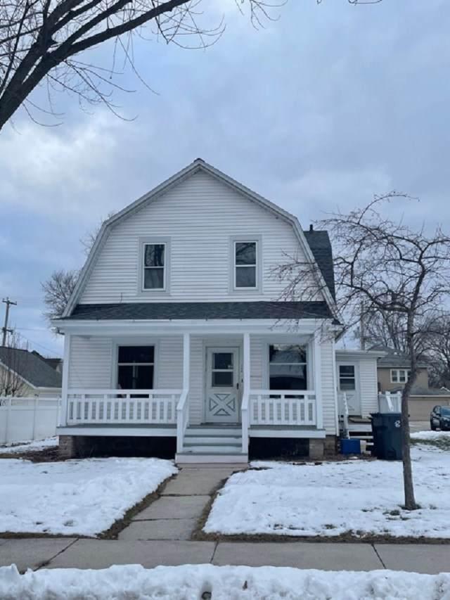 114 Oak Street, Chilton, WI 53014 (#50234694) :: Todd Wiese Homeselling System, Inc.