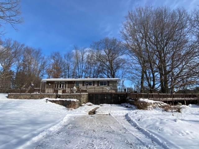 N3690 Oak Ridge Road, Waupaca, WI 54981 (#50235094) :: Town & Country Real Estate