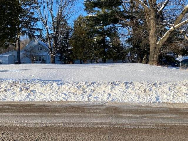 608 W Union Street, Waupaca, WI 54981 (#50235462) :: Town & Country Real Estate