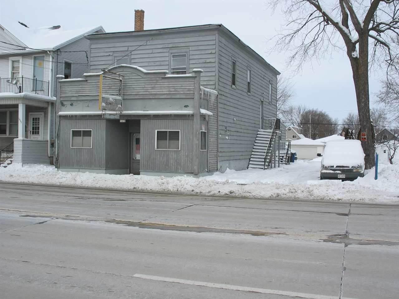 1402 Oshkosh Avenue - Photo 1