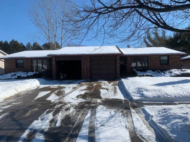 917 Edgewood Drive, Green Bay, WI 54311 (#50235887) :: Town & Country Real Estate