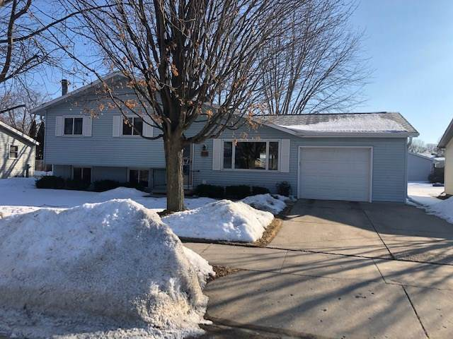 990 Heritage Trail, Oshkosh, WI 54904 (#50235986) :: Town & Country Real Estate