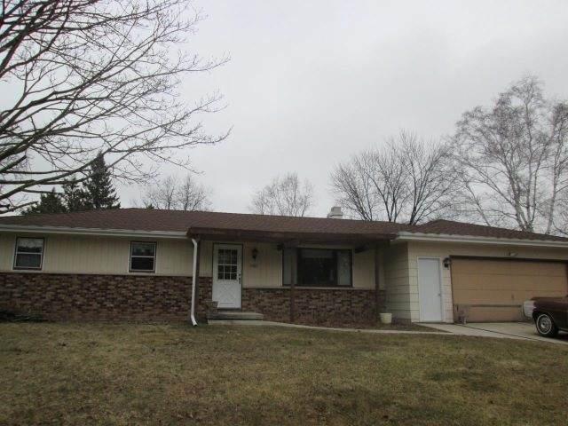 1401 Hubbard Circle, Manitowoc, WI 54220 (#50237051) :: Town & Country Real Estate