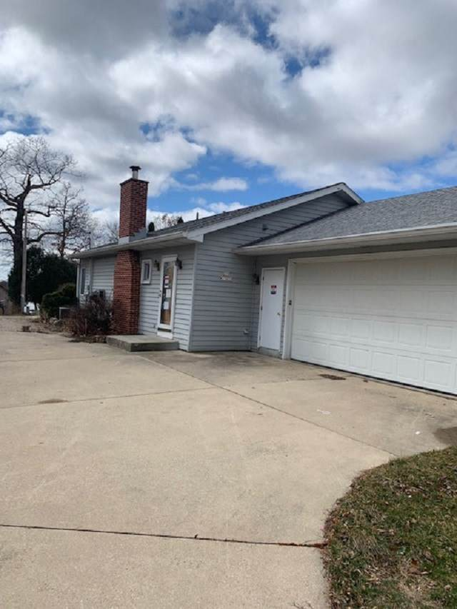 S70W17655 Muskego Drive, MUSKEGO, WI 53150 (#50237880) :: Todd Wiese Homeselling System, Inc.