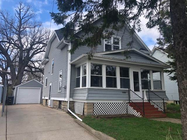 203 W Nevada Avenue, Oshkosh, WI 54901 (#50238418) :: Ben Bartolazzi Real Estate Inc