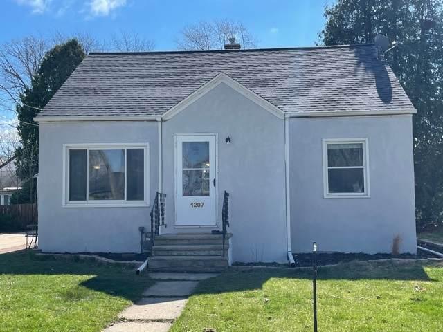 1207 14TH Avenue, Green Bay, WI 54304 (#50238458) :: Carolyn Stark Real Estate Team
