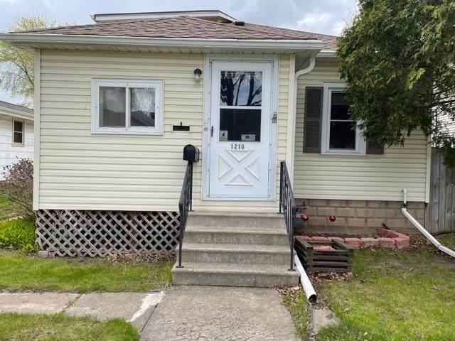 1218 S Greenwood Avenue, Green Bay, WI 54304 (#50239893) :: Ben Bartolazzi Real Estate Inc