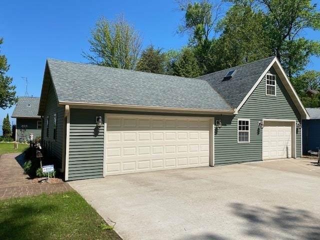 4879 Edgewater Beach Road, Green Bay, WI 54311 (#50241253) :: Carolyn Stark Real Estate Team