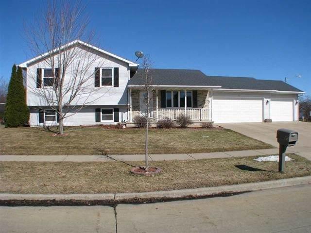80 Chateau Terrace, Oshkosh, WI 54901 (#50242472) :: Carolyn Stark Real Estate Team
