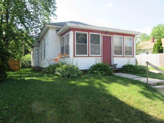 122 E Burns Street, Portage, WI 53901 (#50243316) :: Todd Wiese Homeselling System, Inc.