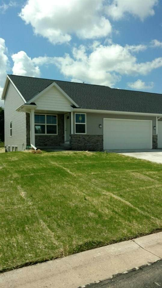 903 Highland Park Road, Neenah, WI 54956 (#50243862) :: Todd Wiese Homeselling System, Inc.