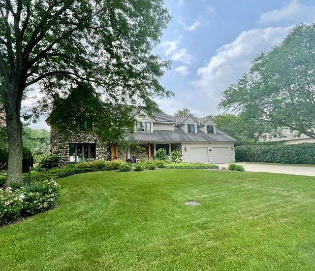2561 Parkwood Drive, Green Bay, WI 54304 (#50244665) :: Dallaire Realty