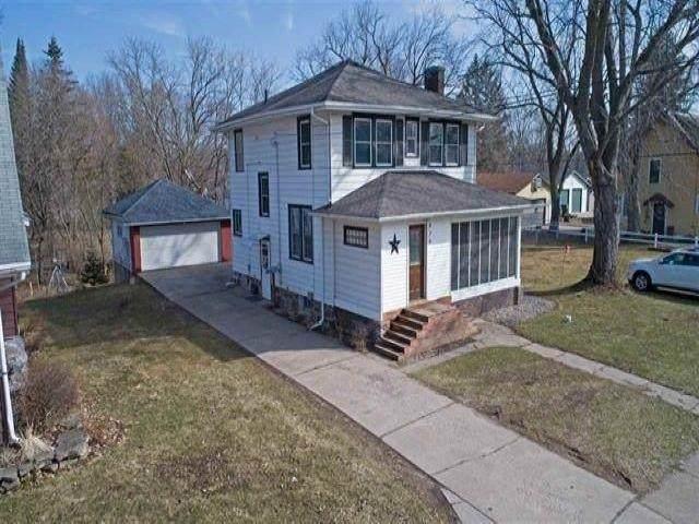 426 W Fulton Street, Waupaca, WI 54981 (#50245120) :: Carolyn Stark Real Estate Team