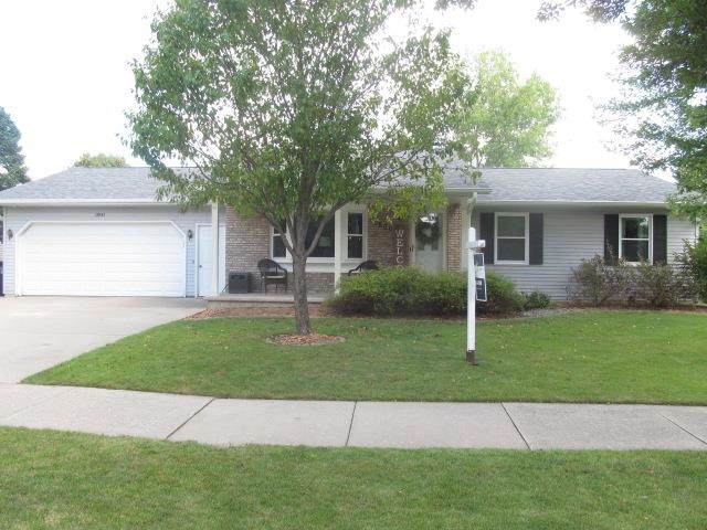 1800 Penny Lane, Little Chute, WI 54140 (#50246983) :: Todd Wiese Homeselling System, Inc.