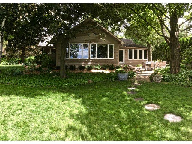 7107 Clarks Point Road, Winneconne, WI 54986 (#50183340) :: Symes Realty, LLC