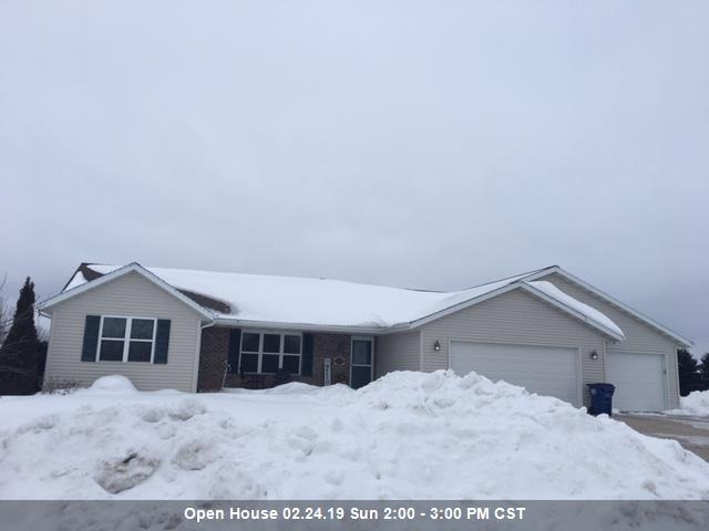 1694 Pine Tree Lane, Luxemburg, WI 54217 (#50198090) :: Dallaire Realty