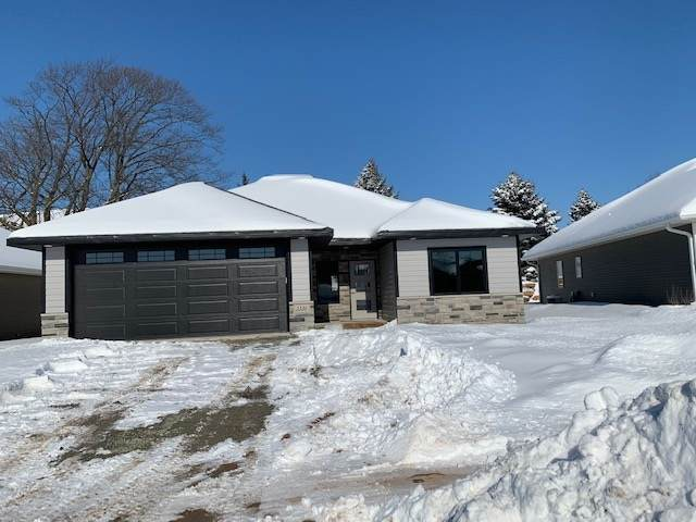 3336 Stone Ridge Drive, Green Bay, WI 54314 (#50215640) :: Todd Wiese Homeselling System, Inc.