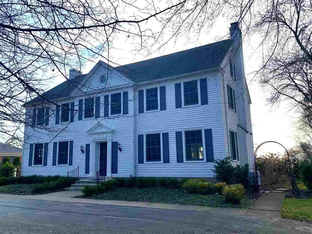 114 Lakeshore Avenue - Photo 1