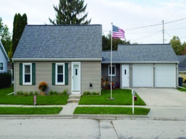 130 Rose Street, Fond Du Lac, WI 54937 (#50213163) :: Todd Wiese Homeselling System, Inc.