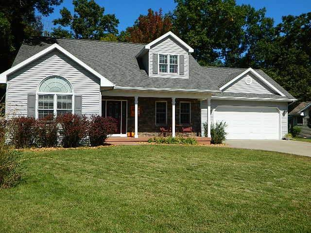 730 Sunset Drive, Waupaca, WI 54981 (#50229612) :: Todd Wiese Homeselling System, Inc.