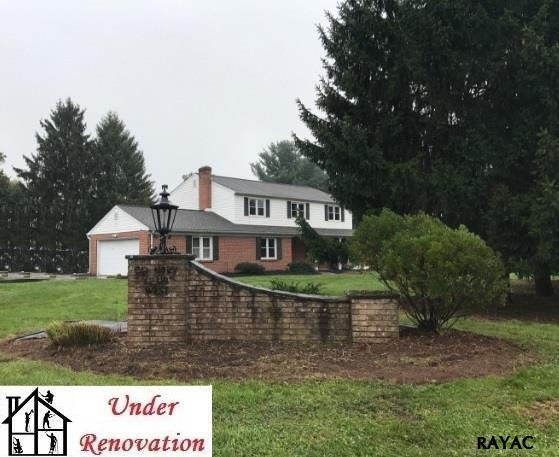 1296 Greenbriar Rd, York, PA 17404 (MLS #21710176) :: Benchmark Real Estate Team of KW Keystone Realty