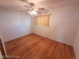 24584 Brittany Ave - Photo 15