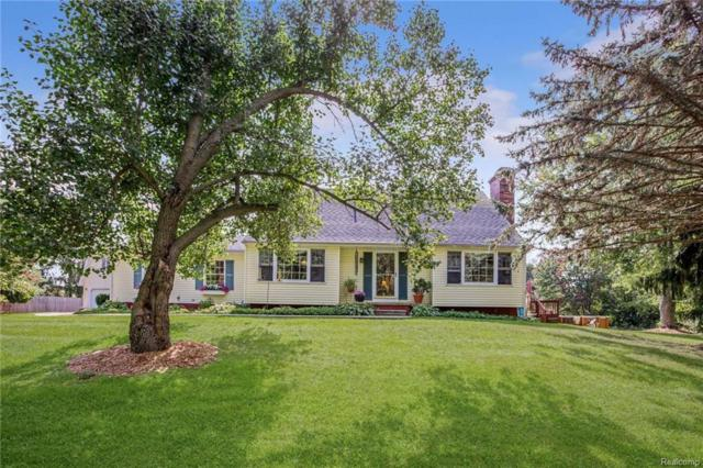 12040 Country Side, Hartland, MI 48353 (MLS #217085906) :: The John Wentworth Group