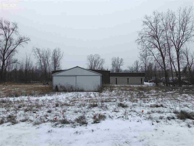 3155 W Thompson Rd, Fenton, MI 48430 (MLS #30071554) :: The John Wentworth Group